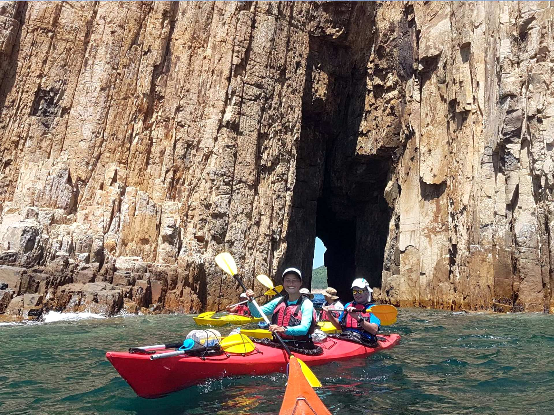 sai-kung-UNESCO-sea-kayak-hong-kong-cave