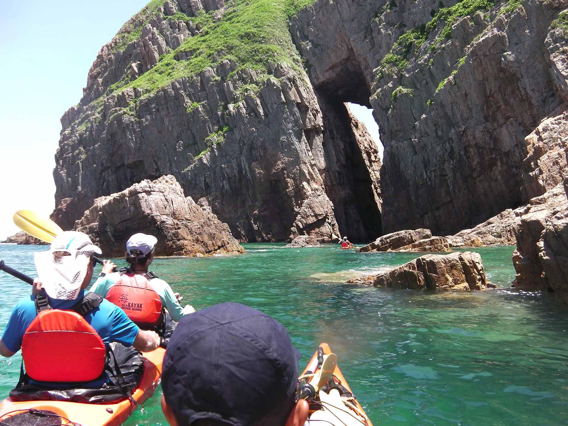 sai-kung-UNESCO-sea-kayak-hong-kong-cave3